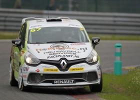 Renault Clio Cup Benelux 2016 aan de start tijdens Franse GT tour op het circuit van Nevers Magny Co