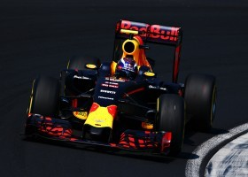 Verstappen met low-downforce vleugel op Spa