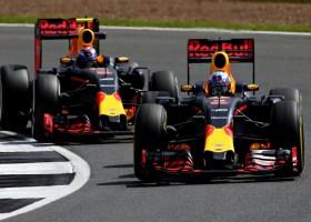 Verstappen en Ricciardo met verschillende strategieën