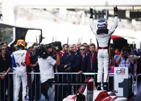 De Vries wint in het voorprogramma van de Formule 1