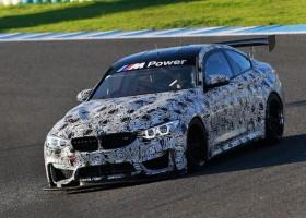 BMW in Dubai met nieuwe M4 GT4
