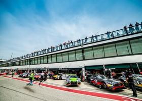 Bentley splijt beide HTP Mercedessen, winst voor Bühk en Perera