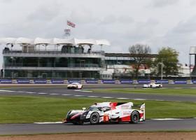 Toyota pakt eerste startrij op Silverstone