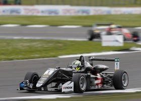Joel Eriksson wint race 2 op Silverstone