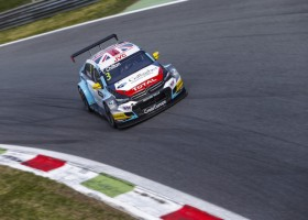 Chilton pakt zege in Monza, Coronel zesde ondanks dramatisch begin