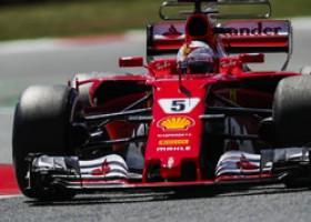 Mercedes en Ferrari zetten de toond, Red Bull dichtbij