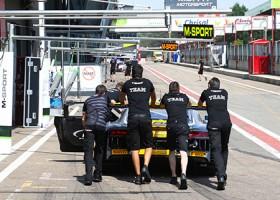Robin Frijns zet Audi R8 op eerste startplek