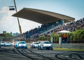 Groot veld van Porsches in voorprogramma van Le Mans