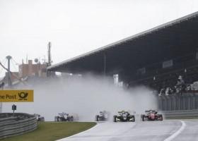 Norris wint op natte Nürburgring