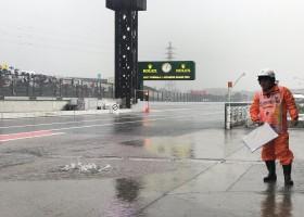 Vettel snelste in eerste sessie, regen zorgt voor vertraging