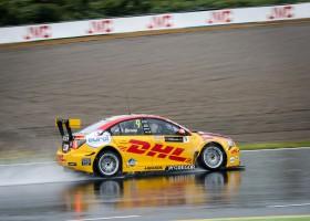 Tom Coronel kan niet overtuigen tijdens doorweekte FIA WTCC races in zijn geliefde Japan