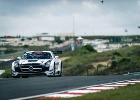 Meijer haalt snelle Mercedes SLS van stal voor de Nieuwjaarsrace