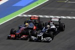 Hamilton wuift crash met Maldonado weg