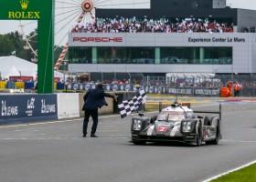Zege voor Porsche op Le Mans in dramatische laatste minuten