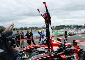 Richard Verschoor met dubbele winst op Manfeild naar tweede plaats in Toyota Racing Series