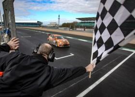 Red Camel-Jordans.nl behaalt op Silverstone eerste 24H SERIES-zege in twee jaar