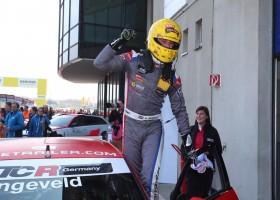 Langeveld rijdt naar podium in ADAC TCR Germany