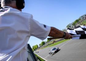 WRT pakt 1-2 met Audi R8 op Brands Hatch