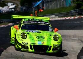 Laurens Vanthoor pakt pole op de Nordschleife, Porsche domineert