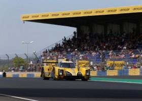 Racing Team Nederland gewerkt aan de afstelling tijdens testdag
