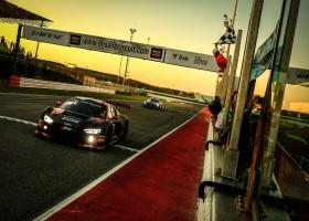 Mies en Riberas bezorgen Audi WRT de zege op Misano