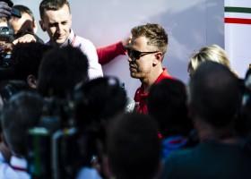 Vettel boven de Mercedessen in VT2