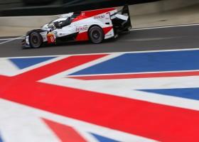 Toyota pakt 1-2 op Silverstone