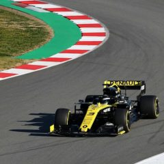 Ricciardo verliest achtervleugel van Renault