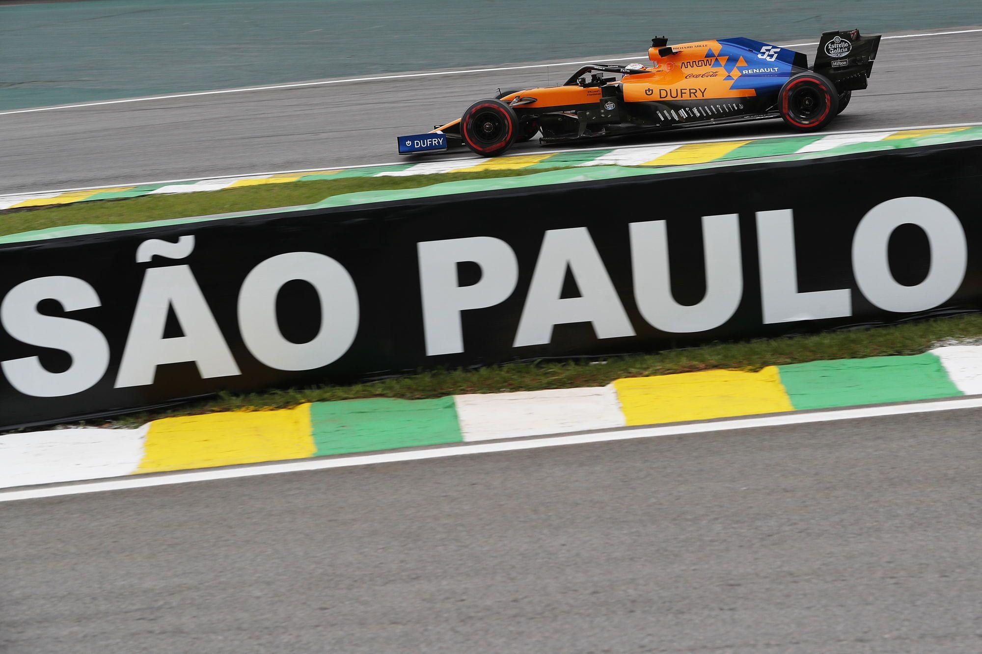 Sainz erft podium na straf van Hamilton