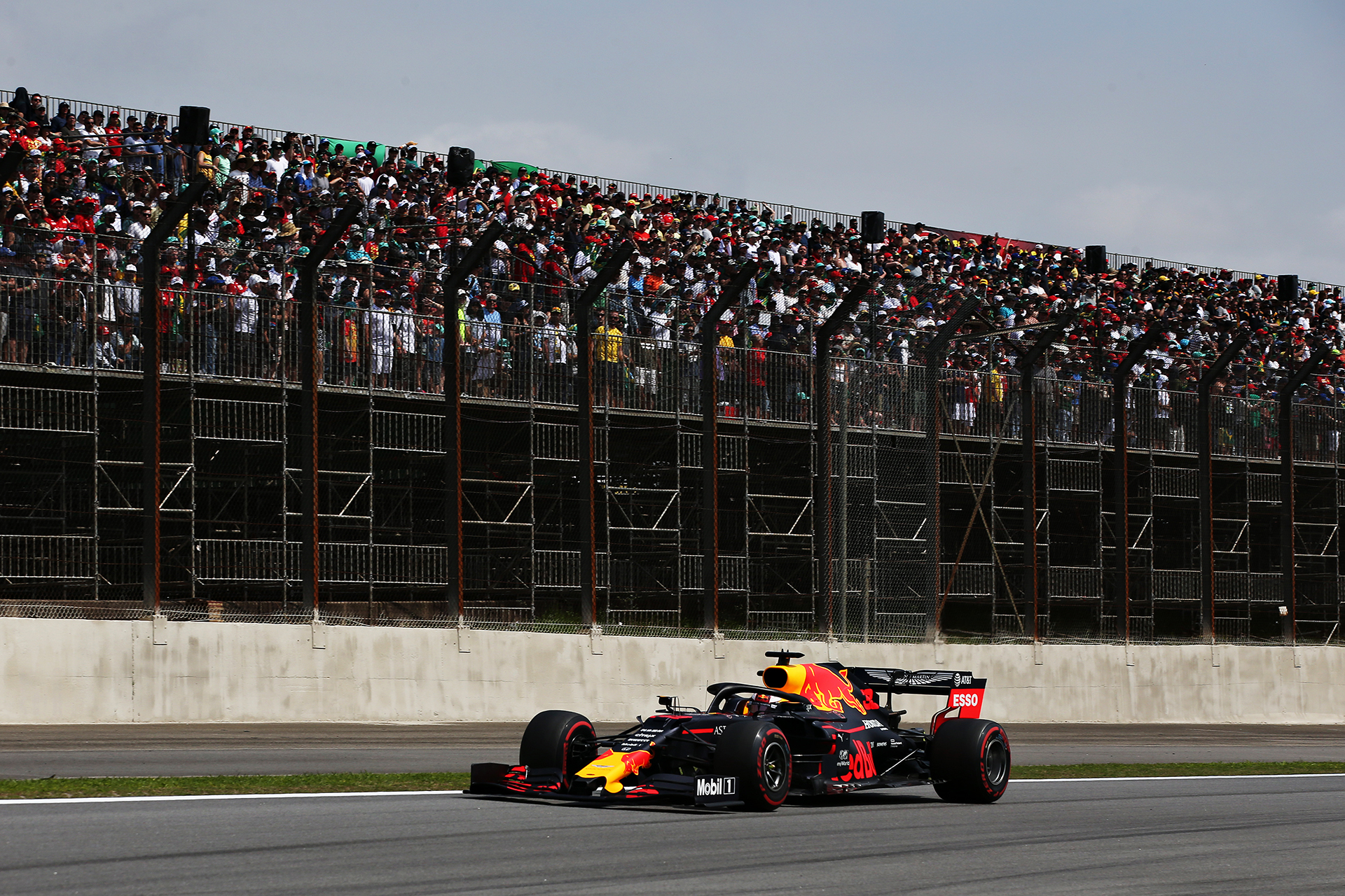 SAO PAULO, BRAZIL - NOVEMBER 17: Max Verstappen of the Netherlands driving the (33) Aston Martin Red Bull Racing RB15 on track during the F1 Grand Prix of Brazil at Autodromo Jose Carlos Pace on November 17, 2019 in Sao Paulo, Brazil. (Photo by Charles Coates/Getty Images) // Getty Images / Red Bull Content Pool // AP-227CXPTBH2111 // Usage for editorial use only //