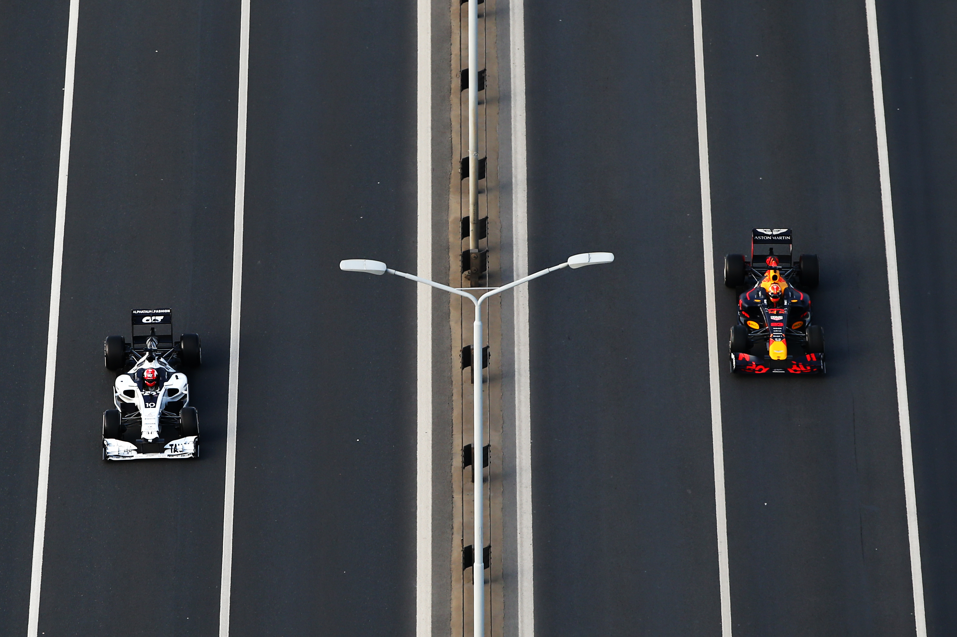 ISTANBUL, TURKEY - NOVEMBER 11: Alexander Albon of Thailand and Red Bull Racing and Pierre Gasly of France and Scuderia AlphaTauri drive on 15 July Martyrs Bridge over the Bosphorus during the Red Bull Istanbulls show run on November 11, 2020 in Istanbul, Turkey. (Photo by Bryn Lennon/Getty Images ) // Getty Images / Red Bull Content Pool  // SI202011110273 // Usage for editorial use only //