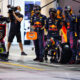 BAHRAIN, BAHRAIN - MARCH 28: Red Bull Racing team members preapre for a pit stop during the F1 Grand Prix of Bahrain at Bahrain International Circuit on March 28, 2021 in Bahrain, Bahrain. (Photo by Mark Thompson/Getty Images) // Getty Images / Red Bull Content Pool  // SI202103280323 // Usage for editorial use only //